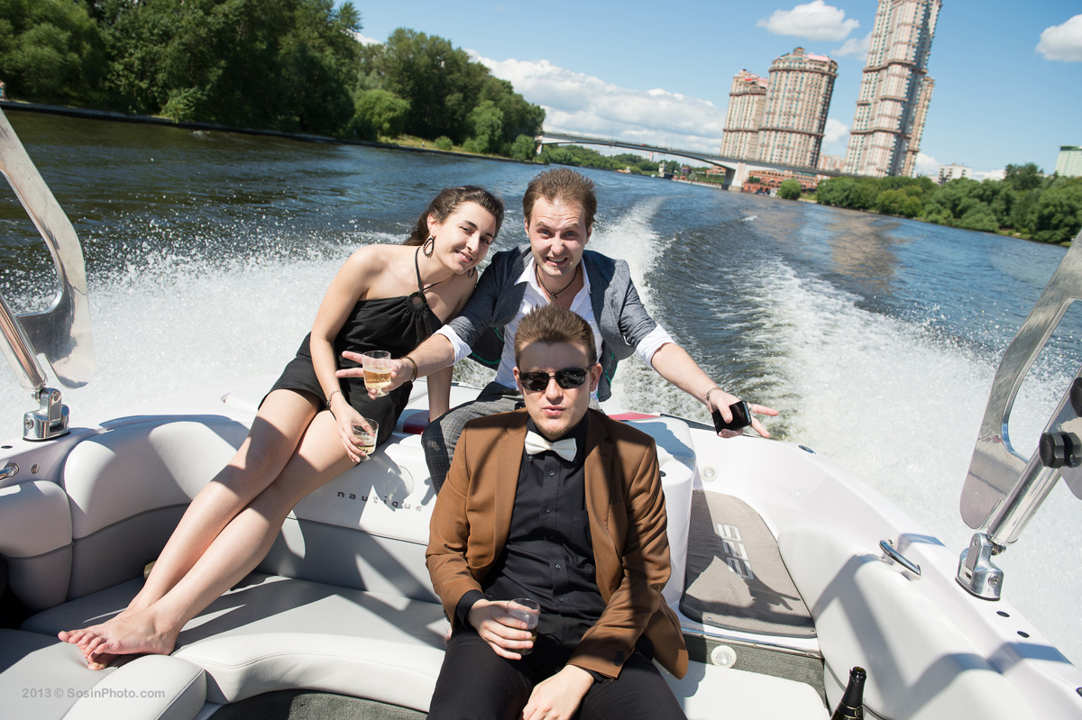 0001 Moscow wedding on boats