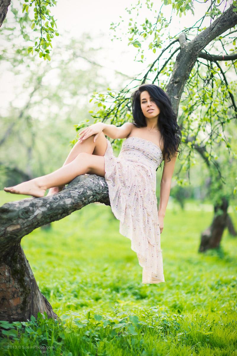 Портрет девушки на природе