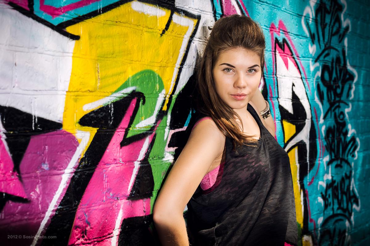 Портрет девушки в городе