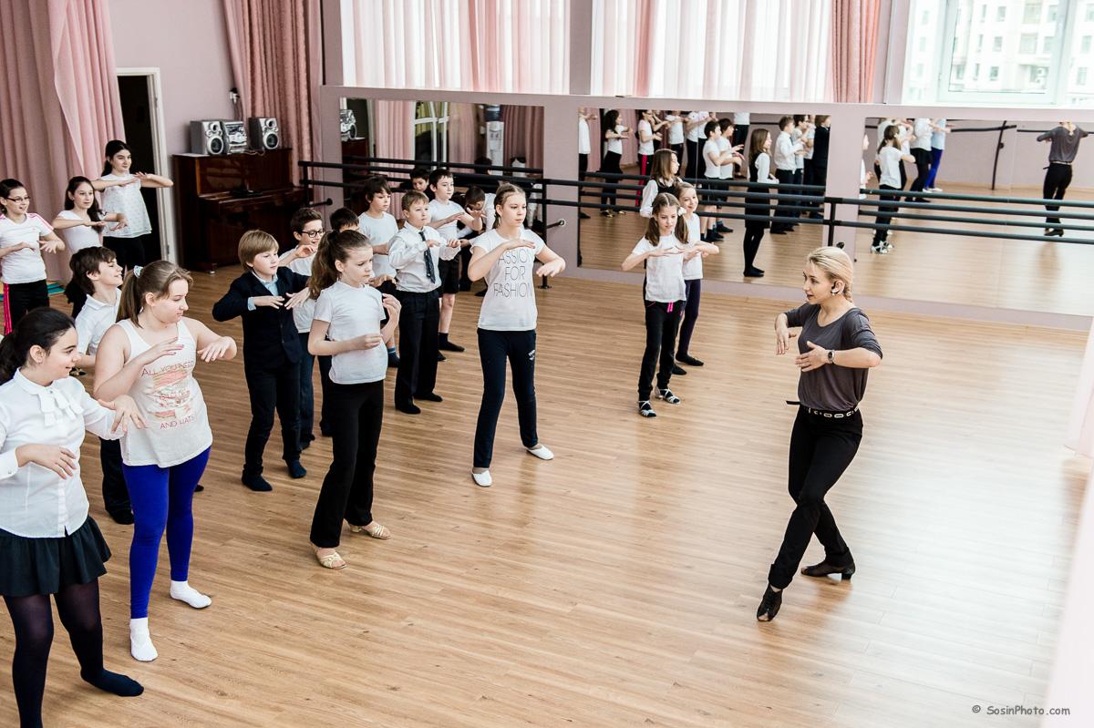 0025 school choreography class