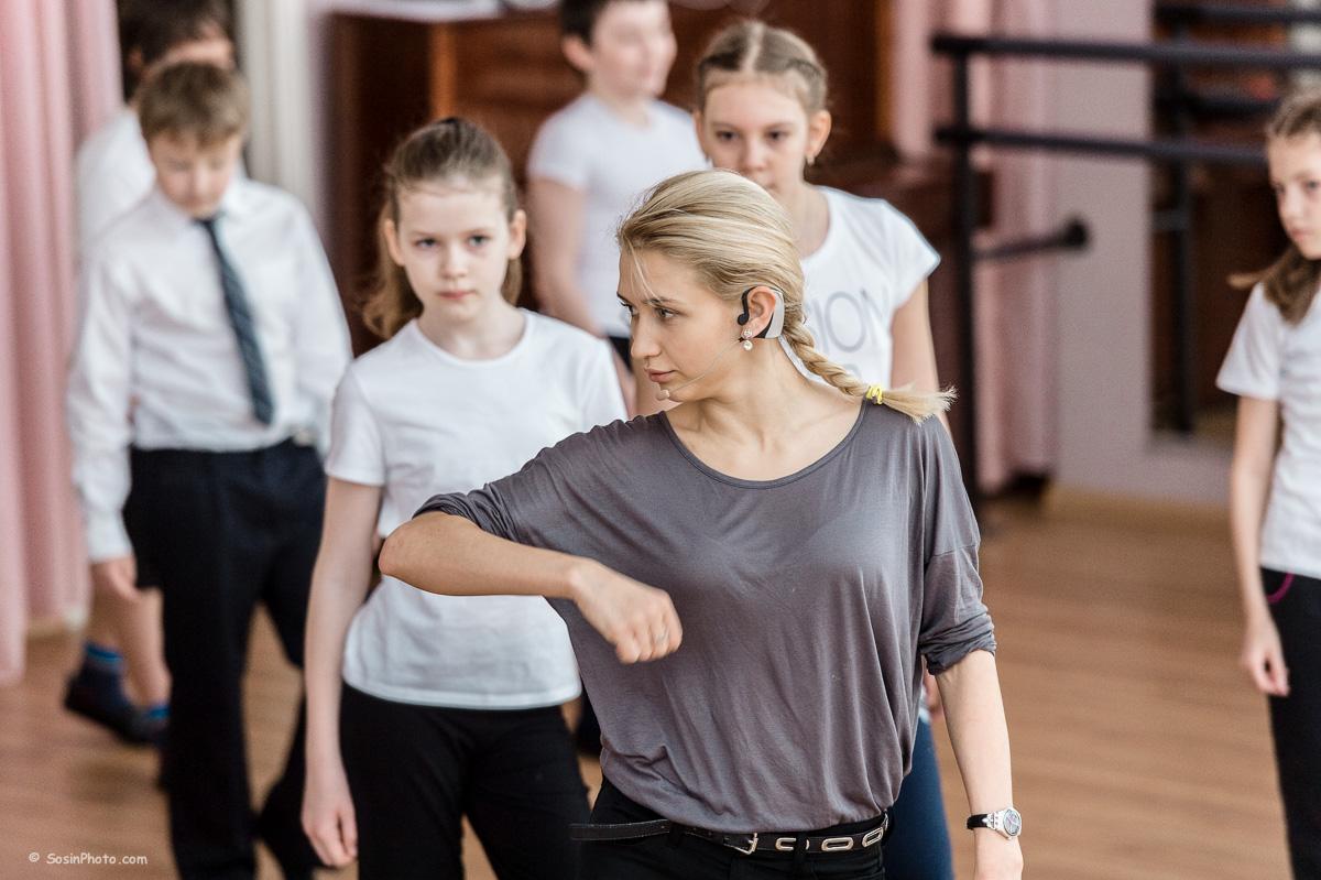 0033 school choreography class