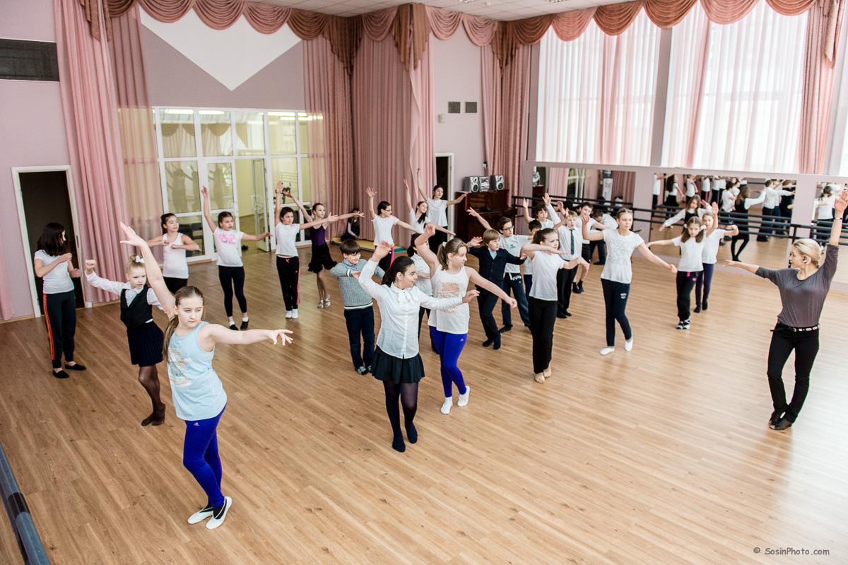 0023 school choreography class